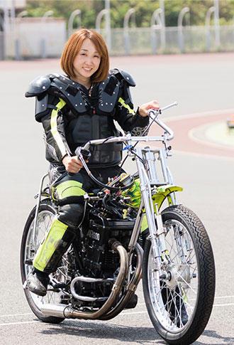 藤本梨恵バイク.jpg